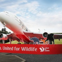 02 emirates_a380_on_roundabout_2